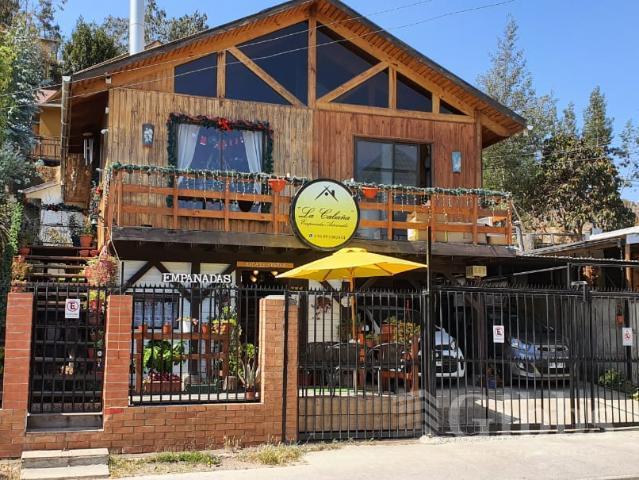 Amplio terreno con 2 Casas más Local Comercial